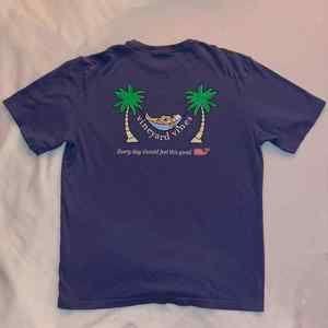 Vineyard Vines tropical T-shirt NWOT M